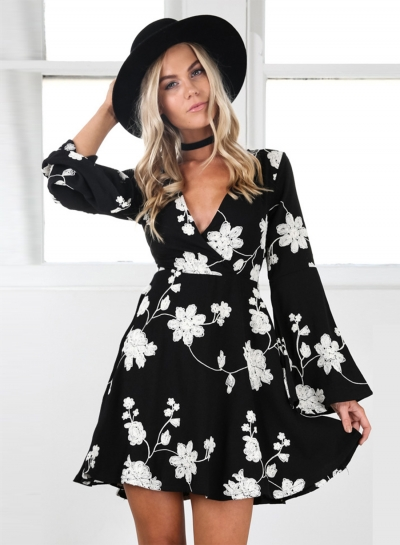 Women's Fashion V Neck Flare Sleeve Floral A-line Dresss
